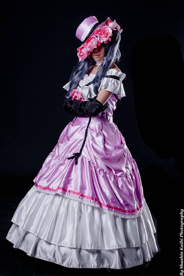 http://www.boutiqueandromeda.net/fotosdisfraces/cosplay/1cosplay.jpg